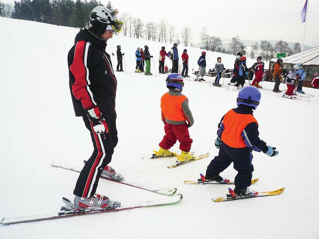 Ставим детей на лыжи
